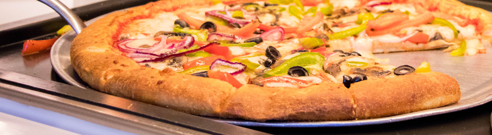 Pizza pie with toppings